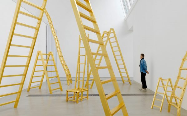 小野洋子: 金梯子